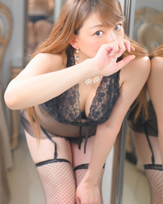 『秘密倶楽部 凛 TOKYO』錦糸町デリヘル 待ち合わせ型 人妻デリバリーヘルスなみえさんのプロフィール写真4