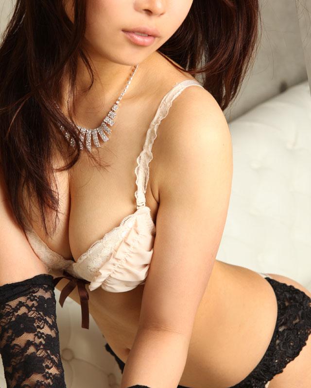 『秘密倶楽部 凛 TOKYO』錦糸町デリヘル 待ち合わせ型 人妻デリバリーヘルス奈実さんのプロフィール写真2